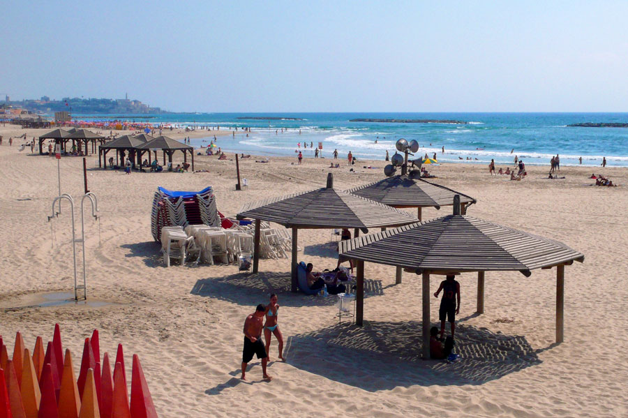 Die Strände Tel Aviv zählen zu den schönsten der Welt, wie der Frishman-Strand. (© Matthias Hinrichsen)