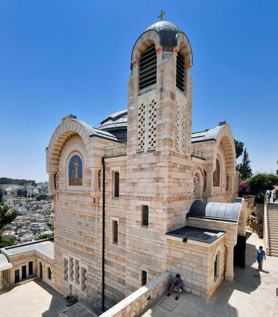 Die Kirche St. Peter in Gallicantu (zum Hahnenschrei) liegt ein wenig verborgen am Hang des Zionsberges in Jerusalem.  (© Matthias Hinrichsen)