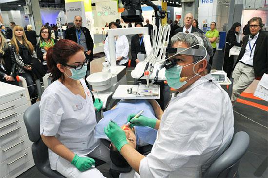 Zahlreiche israelische Unternehmen werden auf der 35. Internationalen Dental-Schau vom 12. bis 16. März 2013 in Köln vertreten. (© IDS/Stand Cumdente/Archiv)
