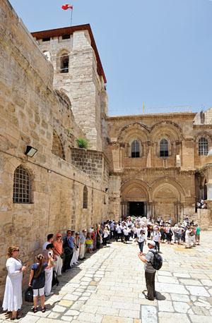 Die Grabeskirche in Jerusalem ist ein absoluter Besuchermagnet insbesondere für Gläubige aus den osteuropäischen Ländern. (© Matthias Hinrichsen)