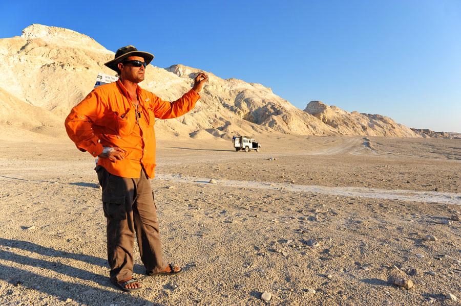 Bei der Wüsten-Jeeptour lernt man kompakt die karge Schönheit kennen. (© Matthias Hinrichsen)