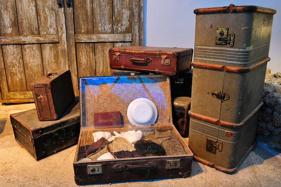 Koffer von jüdischen Einwanderern aus den 1930er Jahren. (© Matthias Hinrichsen)