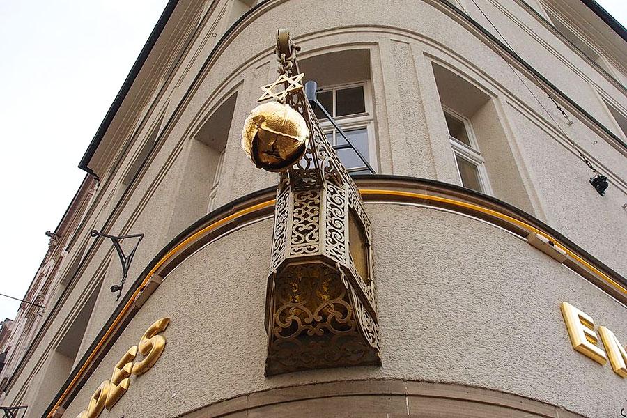 """Auch in Köln wurde der Brauerstern  verwendet, wie hier am Brauhaus """"Em Golde Kappes"""". (© M. Pfeiffer/Wikipedia)"""