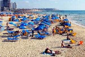 Beim Baden am Mittelmeer in Israel ist unbedingt Sonnenschutz notwendig! (© Matthias Hinrichsen)