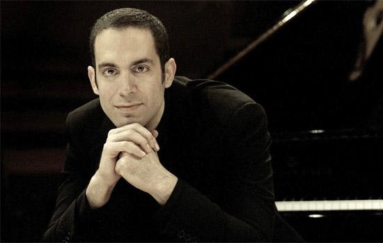 Der israelische Pianist Amir Katz gibt drei Konzerte im Juni in Deutschland. (© Amir Katz)