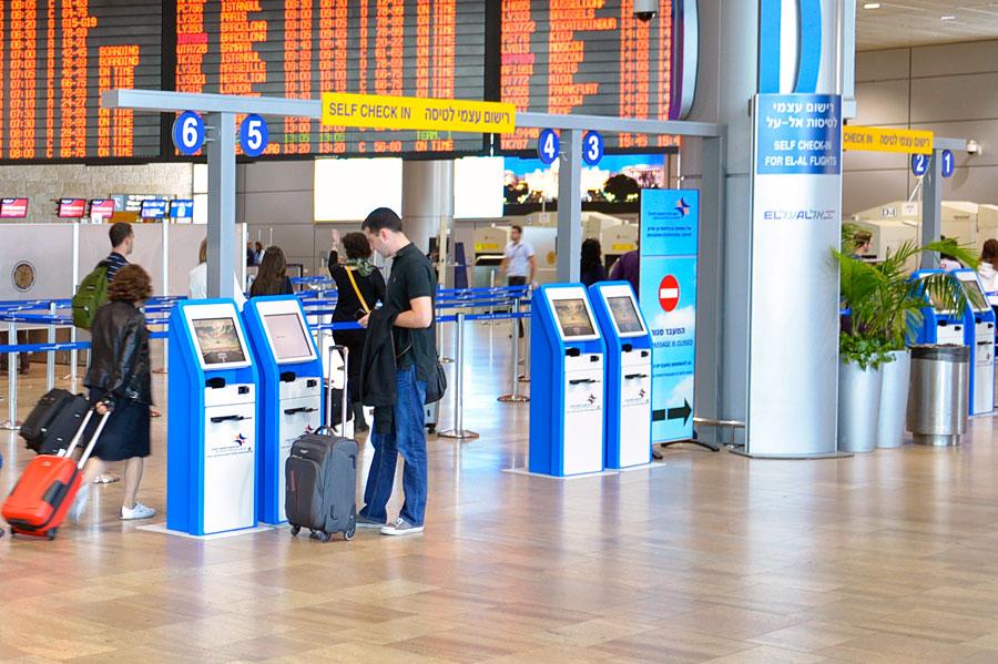 Selbst einchecken auf dem Flughafen Ben Gurion kann bis zu eine Stunde Zeit sparen. (© Matthias Hinrichsen)