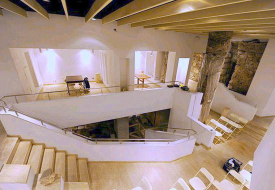 Ein kleiner unterirdischer Saal steht für Veranstaltungen zur Verfügung. (© Siebenberg House)