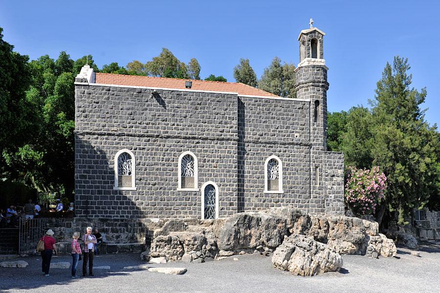 Die Primatskapelle in Tabgha am See Genezareth. (© Matthias Hinrichsen)
