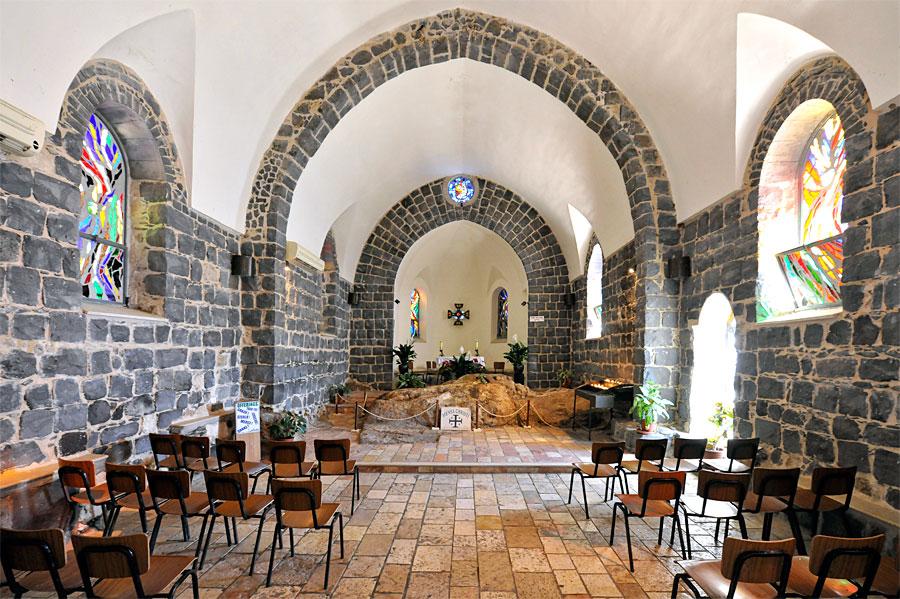 Die Primatskapelle lädt zum kurzen Verweilen ein, auch wenn die Besucher hier ständig ein- und ausgehen. (© Matthias Hinrichsen)