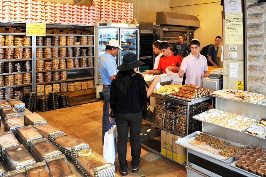 Die Bäckerei Marzipan stellt mit die besten Rugelach in ganz Israel her und ist in Jerusalem mit mehreren Filialen vertreten. (© Matthias Hinrichsen)