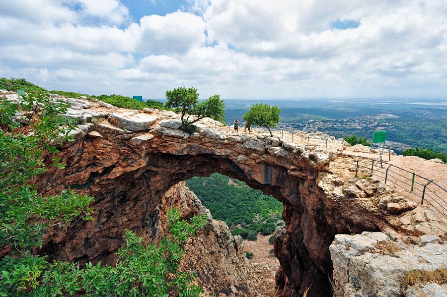Atemberaubender An- und Ausblick bei der Keshet Höhle in Westgaliläa. (© Matthias Hinrichsen)