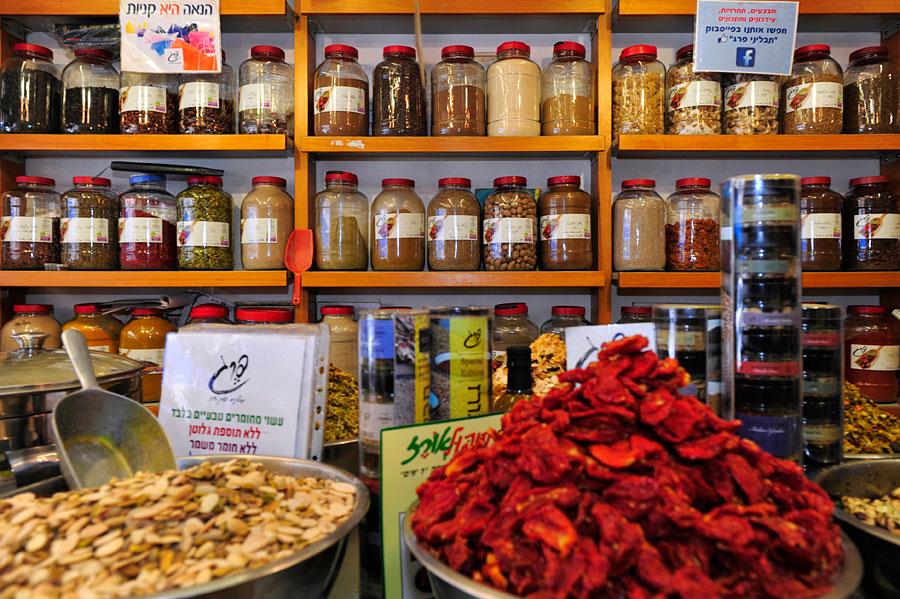 In der Levinsky Street gibt es landesweit die größte und beste Auswahl an Gewürzen. (© Matthias Hinrichsen)