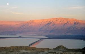 Das Tote Meer wird in absehbarer Zukunft mit Wasser aus dem Roten Meer aufgefüllt. (© Matthias Hinrichsen)