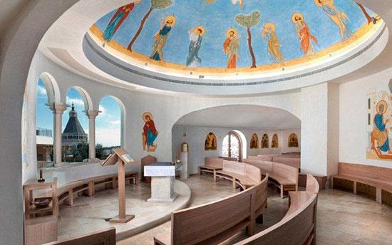 Die Kapelle des Marien-Zentrums bietet Pilgergruppen Gelegenheit zum Gebet. (© Communauté du Chemin Neuf)