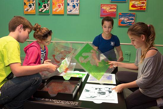 """Auch Kinder dürfen aktiv """"künstlern"""" und sich von Andy Warhol inspirieren lassen. (© Oded Altman/Tel Aviv Museum)"""