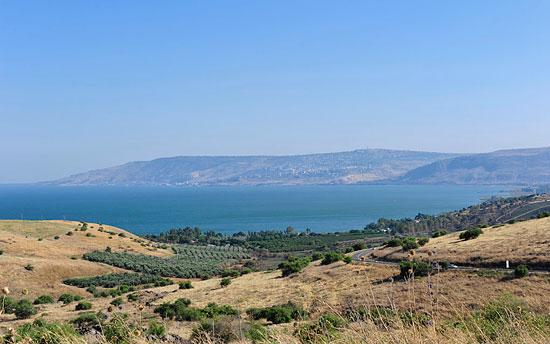Diesen Ausblick vom Berg der Seligpreisungen auf den See Genezareth muss Jesus und seine Anhänger vor 2.000 Jahren auch gehabt haben. (© Matthias Hinrichsen)
