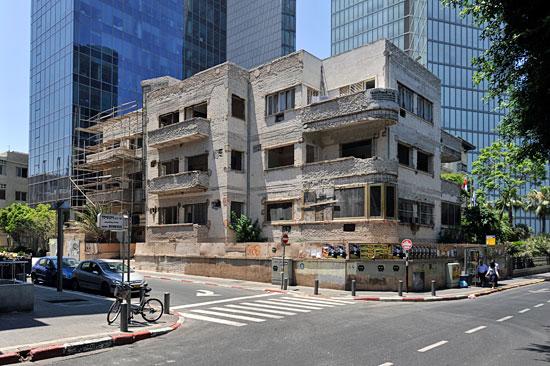 Für die Sanierung müssen die Gebäude komplett entkernt werden. (© Matthias Hinrichsen)