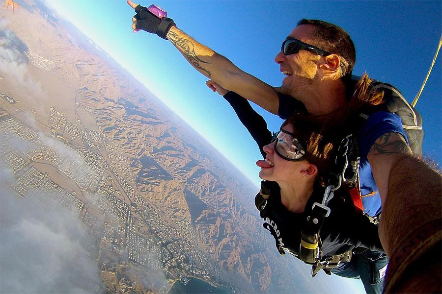 Spaß für beide: Lehrer und Tandem-Schüler (© skydive.co.il)