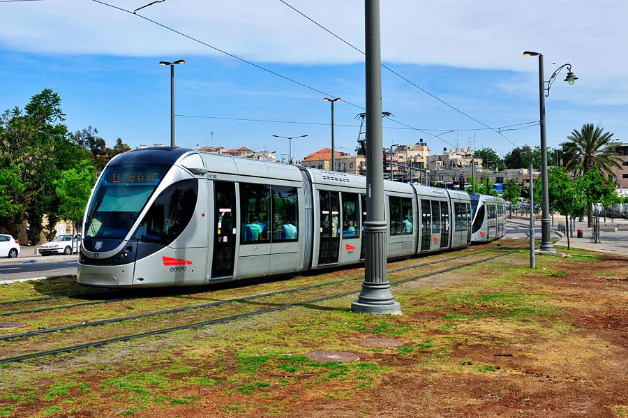 Die Jerusalemer Stadtbahn dreht seit 2011 in der Heiligen Stadt ihre Runden. 23 Haltestellen stehen auf dem Fahrplan. (© Matthias Hinrichsen)