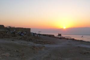 Sonnenaufgang auf der Felsenfestung Masada im Sommer. (© Matthias Hinrichsen)