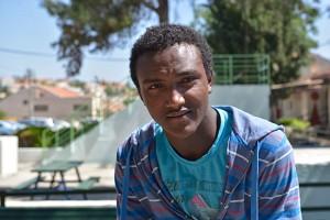 Junger äthiopischer Immigrant in einem Aufnahmelager, der für sich als Jude in Israel seine Zukunft sieht. (© Matthias Hinrichsen)