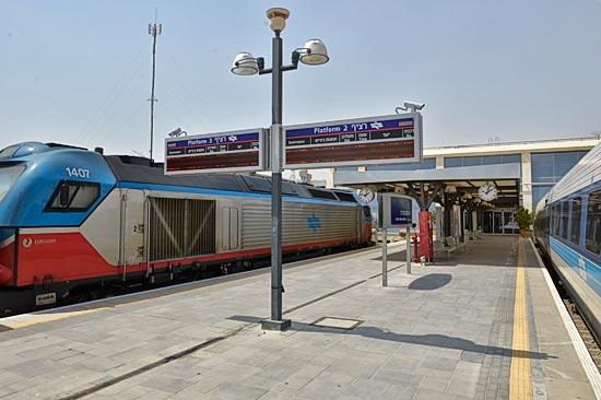 Auf dem Bahnhof in Be´er Sheva sollen künftig noch mehr Züge aus dem Großraum Tel Aviv ankommen. Auch das ein Nebeneffekt des Ausbaus der Stadt zu einer IT-Weltmetropole. (© Matthias Hinrichsen)