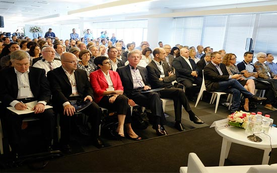 Wissenschaftler, Politiker und Führungskräfte der Firmen EMC und Lockheed Martin bei der offiziellen Eröffnung des CyberSpark im Advanced Technologies Park in der Ben-Gurion-Universität im September 2014. (© Dani Machlis/BGU)