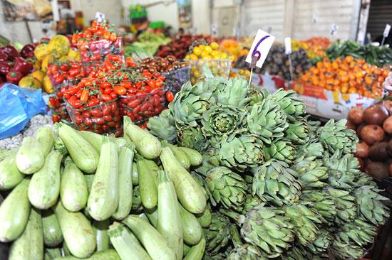 Obst und Gemüse gibt es in Tel Aviv unter anderem auf dem Carmel Markt zu kaufen. (© Matthias Hinrichsen)