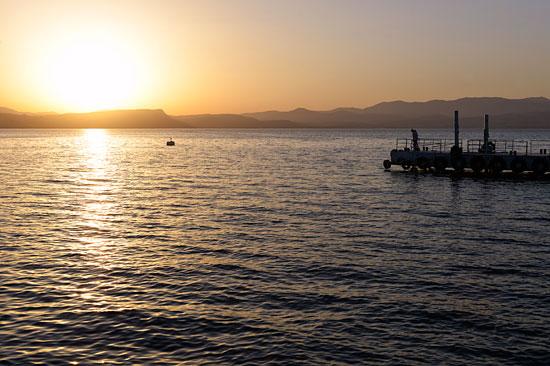 Sonnenuntergang im Kibbuz Ein Gev am See Genezareth. (© Matthias Hinrichsen)