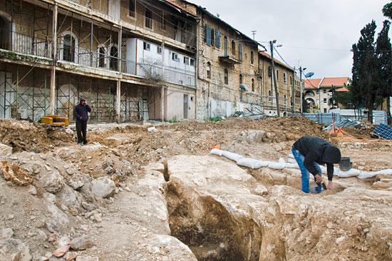 Eine Notgrabung wurde notwendig, weil an dieser Stelle neue Wohnhäuser erreichtet werden sollten. (© IAA)