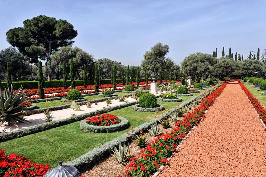 Die Regelmäßigkeit in den Bahai-Gärten Akko bringt dem Besucher auch innere Ordnung. (© Matthias Hinrichsen)