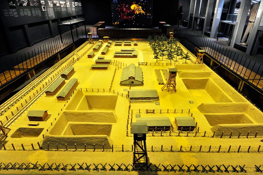 Modell eines KZs, gebaut von einem ehemaligen KZ-Häftling.  (© Matthias Hinrichsen)