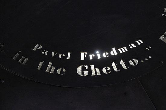 In Gedenken an Pavel Friedman, eins von einer Millionen ermordeter Kinder.  (© Matthias Hinrichsen)