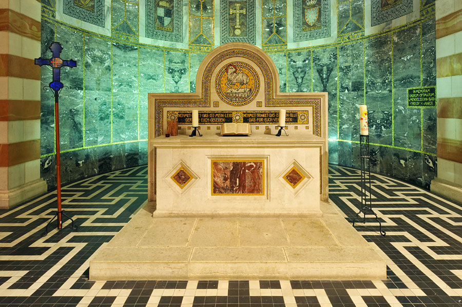 Altar in der Himmelfahrtkirche. (© Matthias Hinrichsen)