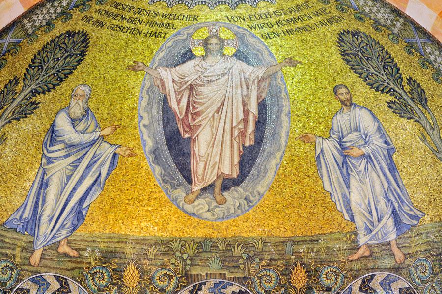 Himmelfahrtkirche in Jerusalem: Die Himmelfahrt Jesu als Mosaik im Altarraum. (© Matthias Hinrichsen)