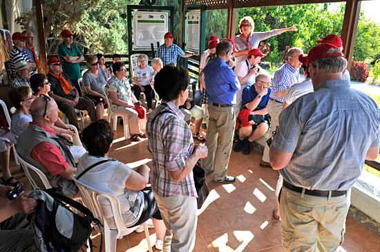Gruppen, auch wenn sie nicht im Kibbutz übernachten, erhalten nach Anmeldung eine Führung. (© Matthias Hinrichsen)