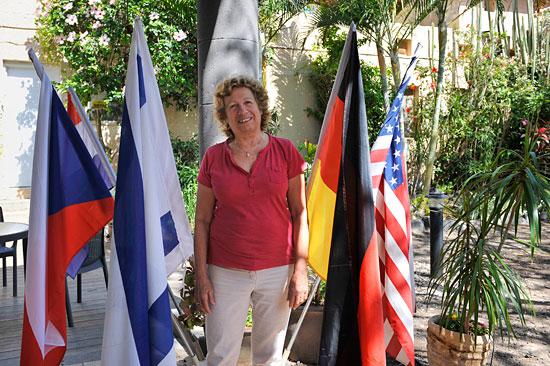 Nurit Kazir ist die Deutsch sprechende Chefin des Gästebereiches im Kibbutz. (© Matthias Hinrichsen)