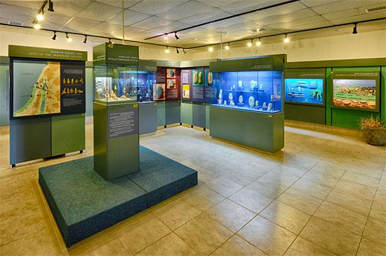 Ein kleines Museum befindet sich im Kibbutz und informiert über die Yarmukische Kultur, deren Menschen vor 7.500 Jahren genau in dieser Region lebten. (© Matthias Hinrichsen)