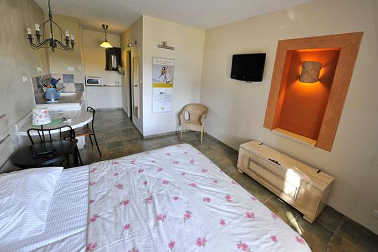 Die Zimmer sind freundlich und zeitgemäß eingerichtet. (© Matthias Hinrichsen)
