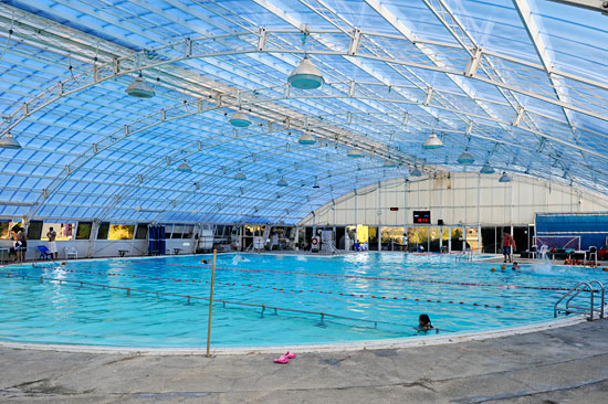 Ein Schwimmbad im Kibbutz ist obligatorisch und kann von jedem kostenlos benutzt werden. (© Matthias Hinrichsen)