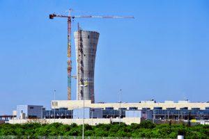 Der neue Tower am Flughafen Ben Gurion überragt das gesamte Areal deutlich. (© Matthias Hinrichsen(Archivfoto Bauphase 2014)