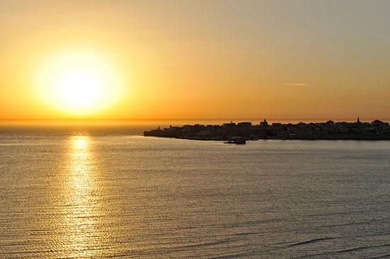 Den Sonnenuntergang kann man direkt vom Hotelzimmer aus miterleben.  (© Matthias Hinrichsen)