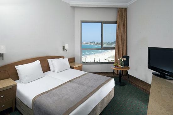 Die Zimmer bieten allesamt einen Blick aufs Meer, entweder nach Haifa oder Richtung Akko - beide sind sehr schön. (© Rimonim Palm Beach)
