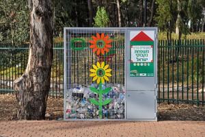 Plastikflaschen werden in Israel über ein öffentliches Rücknahmesystem gesammelt. (© Matthias Hinrichsen)