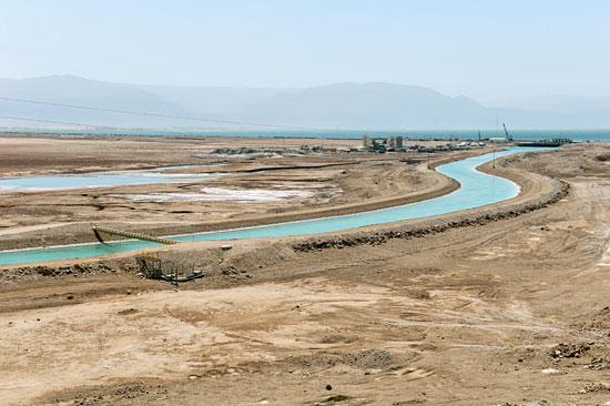 Ein Kanal verbindet den nördlichen Bereich des Toten Meeres mit dem südlichen, um den Wasserspiegel auszugleichen. (© Matthias Hinrichsen)