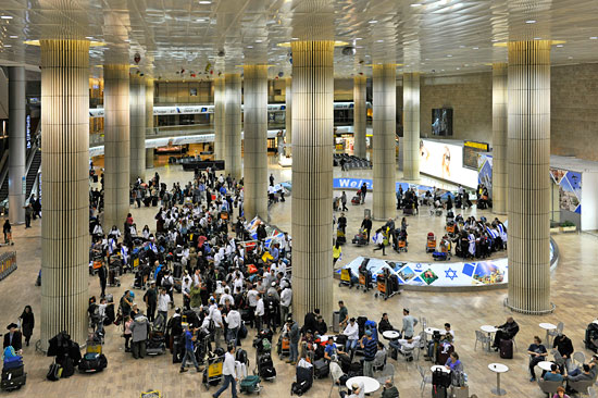 Ankunfthalle am Flughafen Ben Gurion bei Tel Aviv. (© Matthias Hinrichsen)
