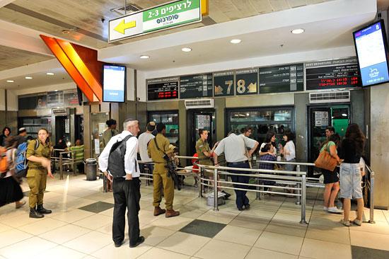 Abfahrt im Zentralen Busbahnhof CBS in Jerusalem. (© Matthias Hinrichsen)