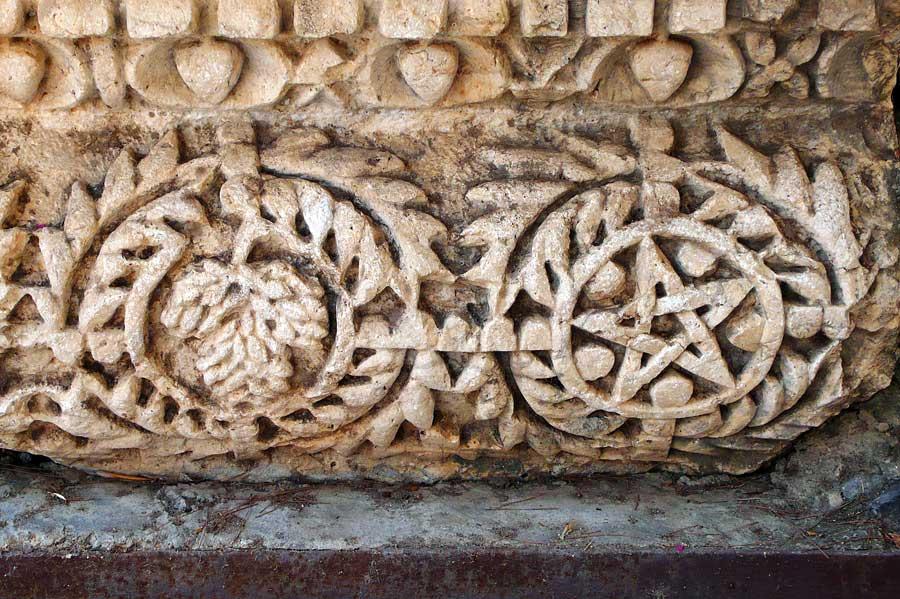 Weinsymbol in historischen Gebäude von Kapernaum. (© Matthias Hinrichsen)