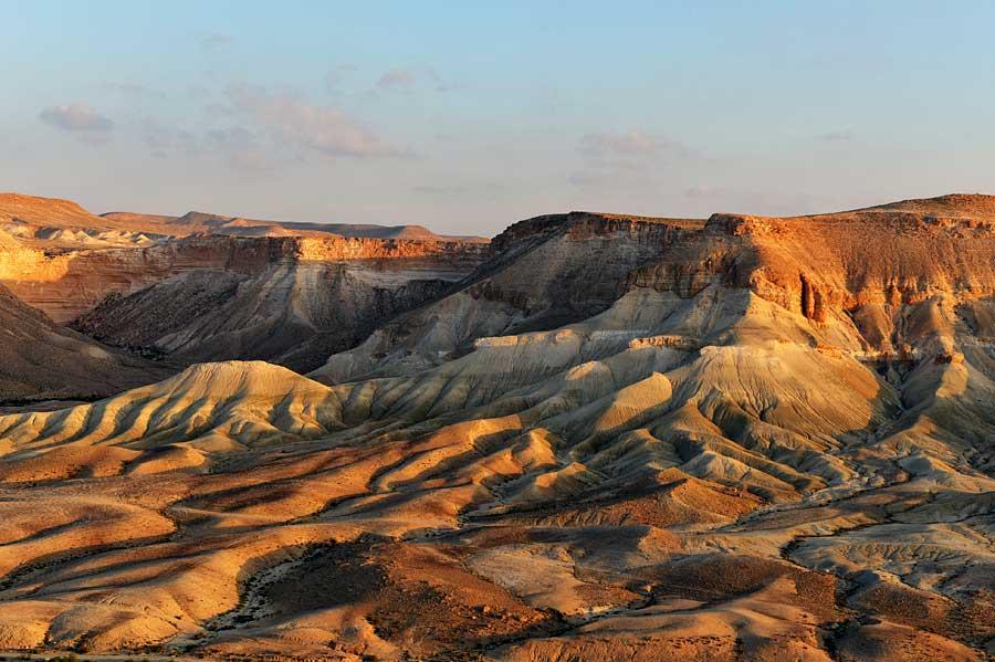 Die Wüste Zin bei Sonnenaufgang. (© Matthias Hinrichsen)