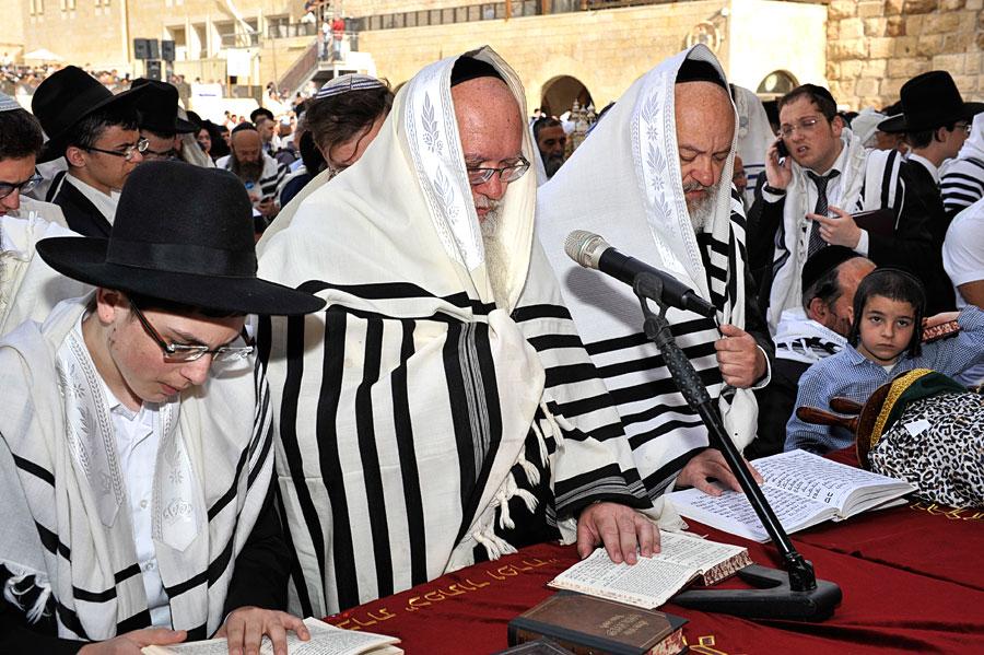 Rabbiner mit umgehängten Tallit Gadol. (© Matthias Hinrichsen)